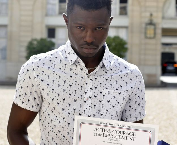 Paris 'Spiderman' accepts paid internship with fire brigade