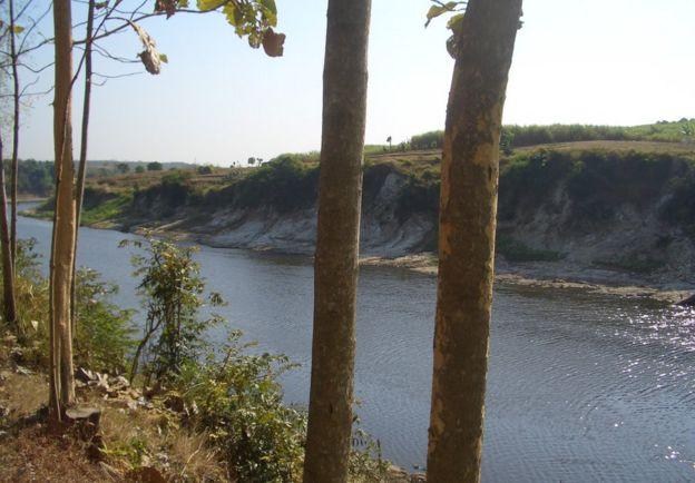 محوطه حفاری در کنار رود سولو در میانه جاوه قرار دارد