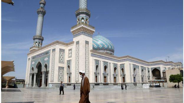 Священные места паломничества в Куме сейчас уже закрыты