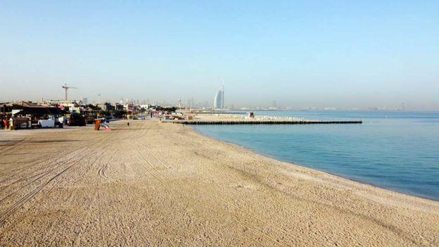 شاطئ فارغ في دبي
