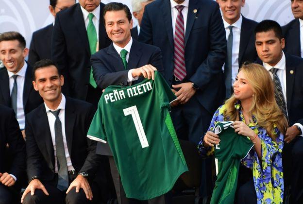 Peña Nieto despide a la selección.
