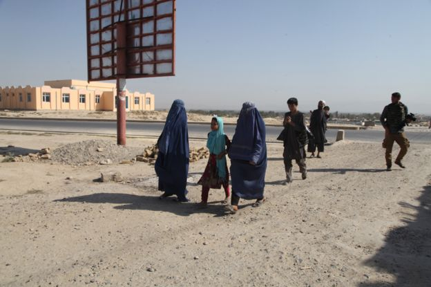 People of Kunduz returning home after the Taliban takeover in 2015
