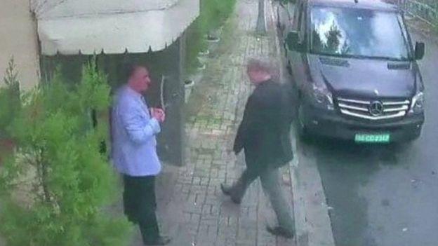 صورة تظهر خاشقجي وهو يدخل إلى القنصلية السعودية الأسبوع الماضي