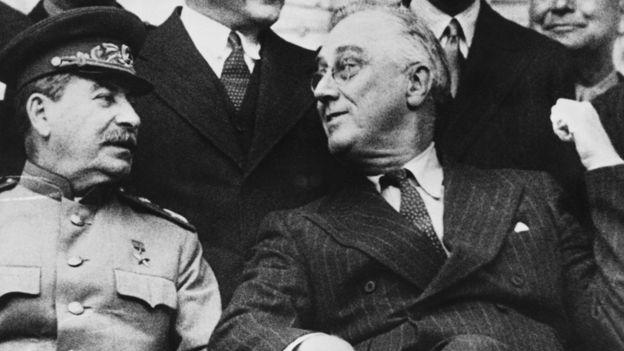 Франклин Рузвельт и Иосиф Сталин на Тегеранской кофнференции