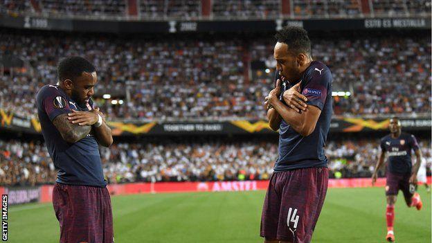 وقف أوبامياغ ولاكازيت وراء 48 هدفا من أهداف أرسنال الـ 102 في هذا الموسم