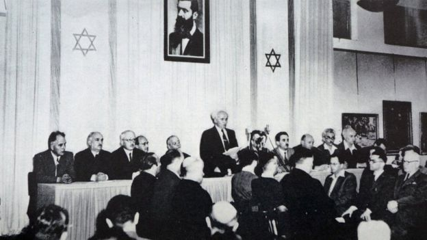 """14 مايو أيار عام 1948: دافيد بن غريون"""" يعلن""""قيام دولة إسرائيل"""" رسميا بحلول منتصف الليل وانتهاء الانتداب البريطاني"""