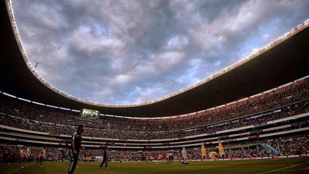 Estadio Azteca repleto