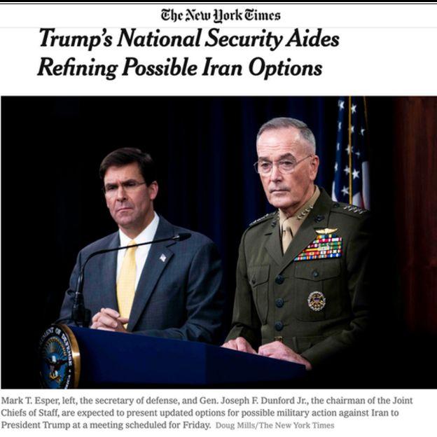 نیویورک تایمز گزارش کرده که مقامهای نظامی آمریکا چون ژنرال دانفورد (راست) و مایک اسپر (چپ) فهرستی درخواستی آقای ترامپ را روز جمعه به جلسه کمیته امنیتملی کاخسفید خواهند برد