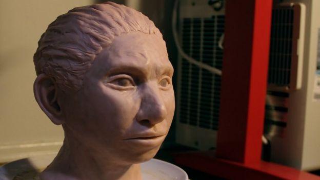Reconstrução do hominídeo de Denisova