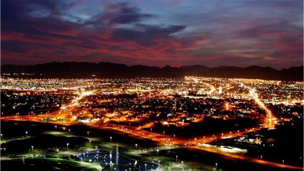 Quang cảnh thành phố Hail về đêm chụp từ trên cao.