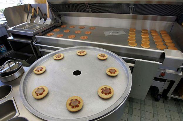 Una réplica de la cocina del primer restaurante McDonald's, que está en el museo de la compañía.