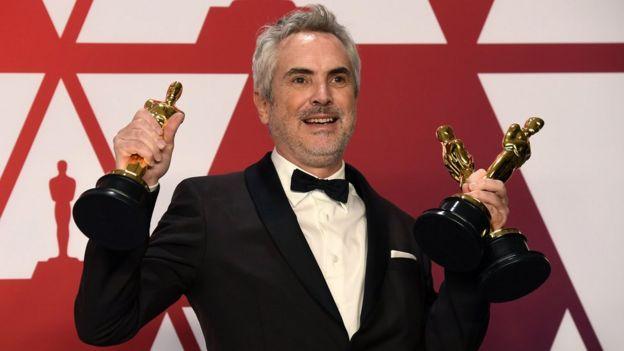 Alfonso Cuaron com três estatuetas
