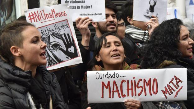 Mujeres protestan en Bolivia