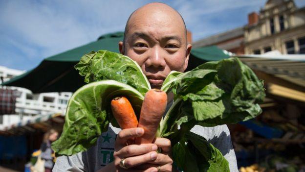 """O médico Giles Yeo, um dos apresentadores da série da BBC """"Confie em mim, sou médico"""" seguiu uma dieta vegana durante um mês."""