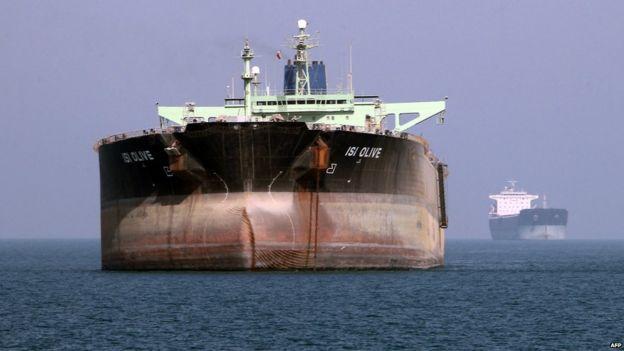 Petrolero frente al puerto de Bandar Abbas, sur de Irán, el 2 de julio de 2012