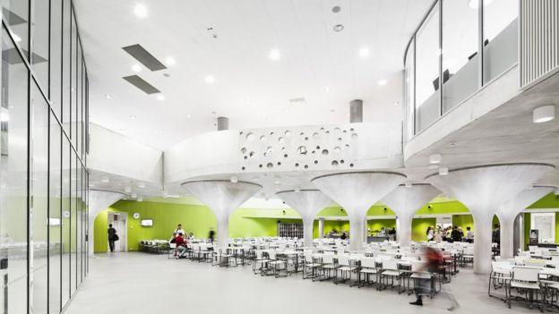 Interior de una escuela de diseño abierto en Finlandia.