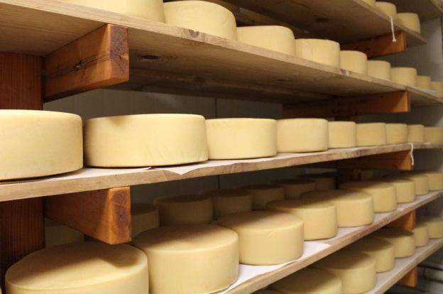 American cheese: Does it deserve its bad reputation? - BBC News