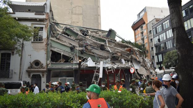 Edificio derrumbado en Ciudad de México por el terremoto de magnitud 7,1 que sacudió el país el martes.