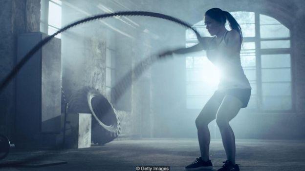 Mulher faz exercício