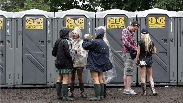 Baños portátiles en un festival