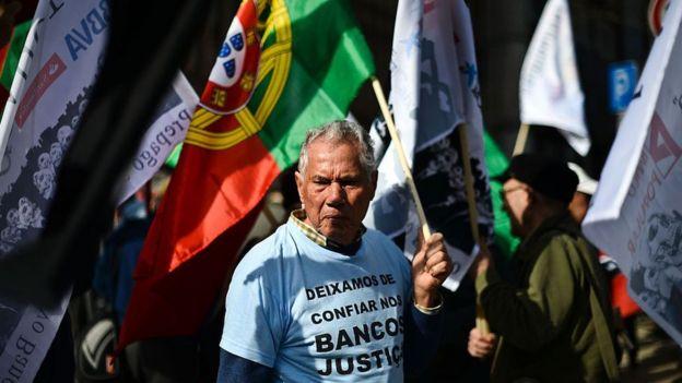 Manifestante en Portugal