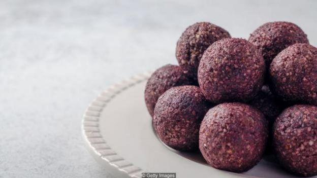 اغلب توپهای پروتئینی کالری زیادی دارند و ممکن است حاوی مقدار خیلی زیادی کربوهیدرات باشند