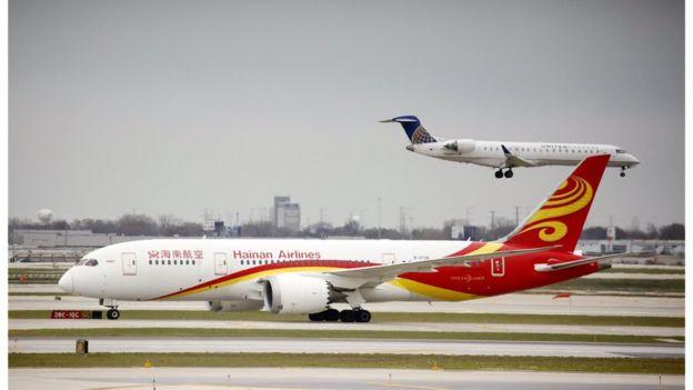 海南航空HU497航班在美国芝加哥奥黑尔国际机场降落