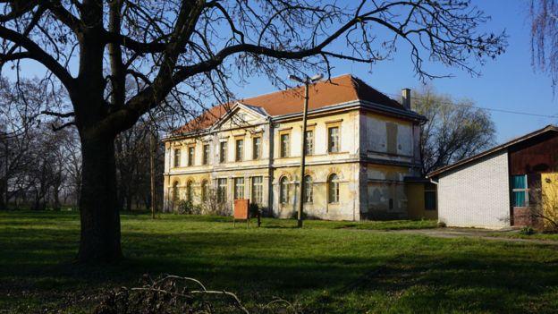 Antiguo asilo en Cepin