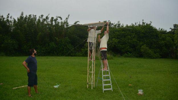 Pesquisadores montam ninho artificial para teste