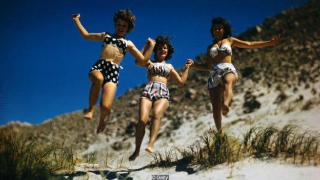 Mulheres saltando