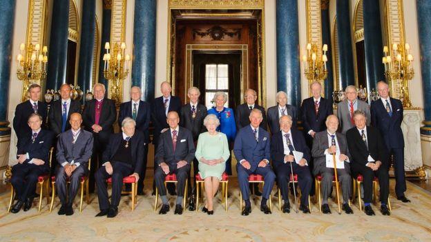Reunión de destacados académicos con la Reina Isabel II.