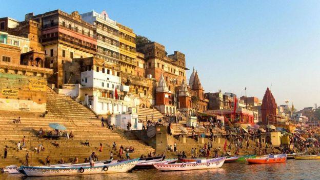 تعد مدينة فاراناسي شمالي الهند واحدة من المدن الهندوسية المقدسة