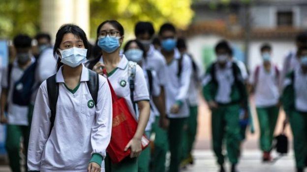 Alunos chineses na volta às aulas em Guangzhou