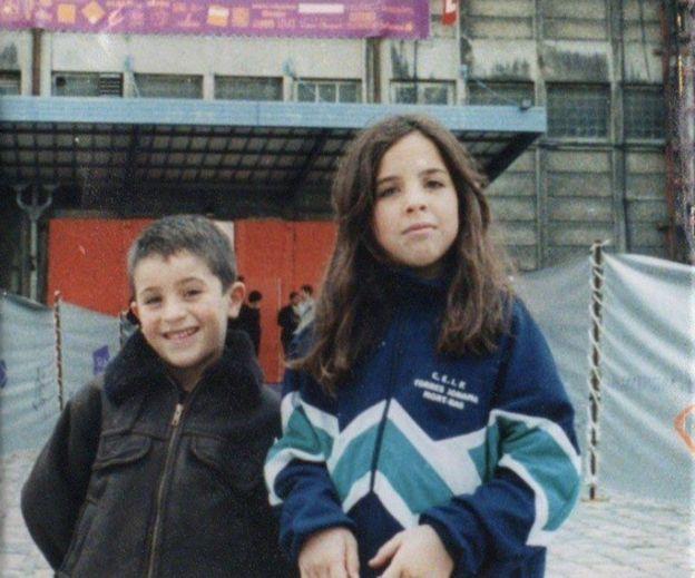 Margot Noel en una foto con su hermano cuando era pequeño.