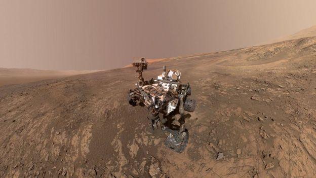 หุ่นยนต์ตระเวนสำรวจ Curiosity เก็บข้อมูลบริเวณแอ่งหลุมใหญ่ Gale ซึ่งอาจเคยเป็นทะเลสาบบนดาวอังคาร