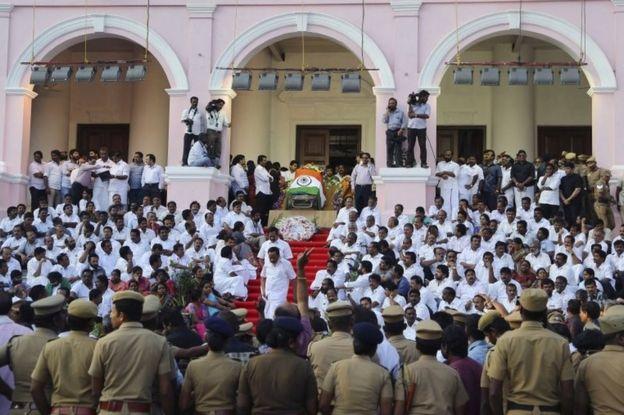 India Jayalalitha death: Masses mourn 'iron lady' - BBC News