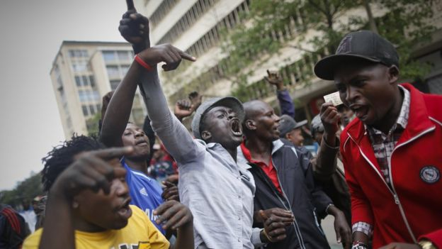 Supporters of the ruling Jubilee party led by President Uhuru Kenyatta celebrate after the attempt to postpone the election re-run failed, 26 October 2017