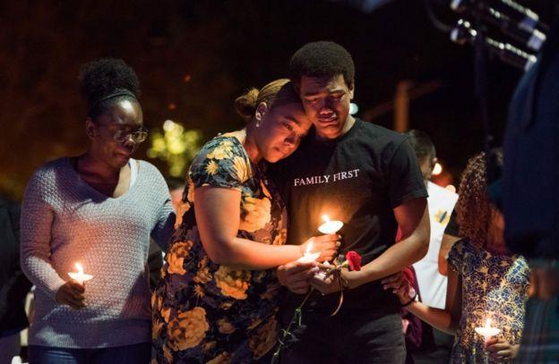 familiares de víctima de un tiroteo