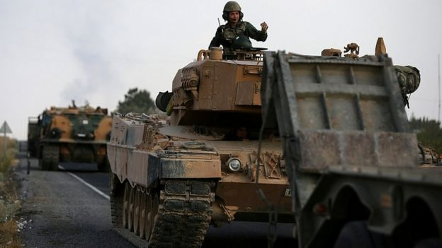 نیروهای نظامی ترکیه در روز ۱۸ اکتبر در استان شانلی اورفه در نزدیکی مرز سوریه
