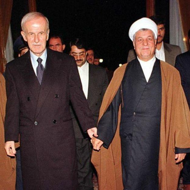 Hafez al Asad y el entonces presidente de Irán, Hashemi Rafsanjani, en 1997