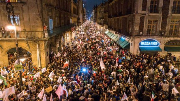 Destekçileri başkent Mexico City sokaklarına dökülerek seçim zaferini kutladı