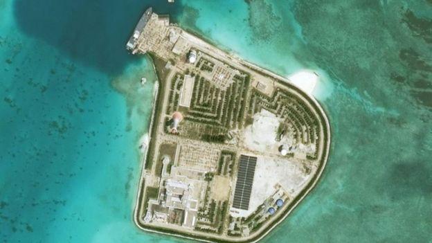 Sau khi chiếm được bãi Gạc Ma trong cuộc xung đột năm 1988 với Việt Nam, Trung Quốc đã biến nơi đây thành đảo nhân tạo rất lớn.