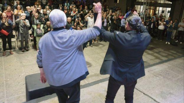 """Luis Enrique Mejía Godoy y Luis Enrique Mejía López, """"el príncipe de la salsa"""", cantando en Centroamérica Cuenta"""