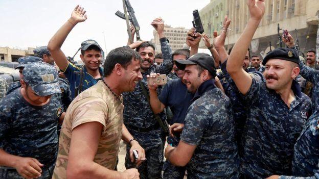معركة الموصل - صفحة 13 _96856522_65a2182e-8c65-4c6b-b8c2-5e2a74376a5f