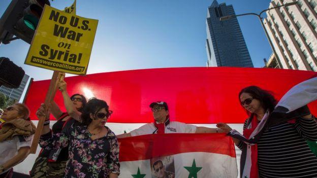 Protesta contra los bombardeos ordenados por Trump sobre instalaciones militares de Siria.