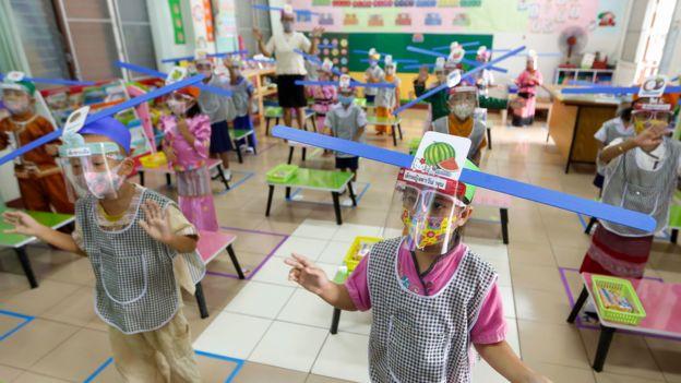 Distancia social en niños pequeños.