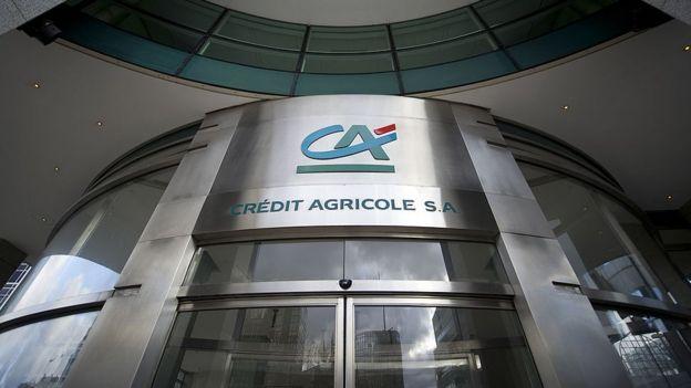 Fachada de uma agência do Crédit Agricole em Paris