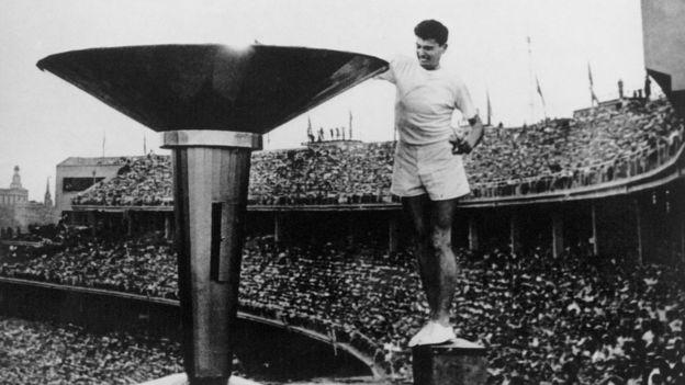 Урочиста церемонія відкриття 17-х Літніх олімпійських ігор у Мельбурні у 1956 році