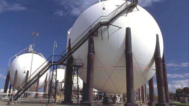 Esferas de GLP (o gás de cozinha) da Refinaria Duque de Caxias (Reduc)