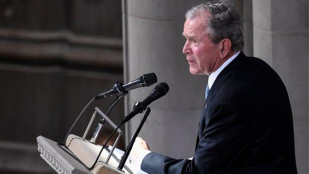 Бывший президент США Джордж Буш-младший отдал должное покойному сенатору, у которого когда-то выиграл праймериз республиканцев